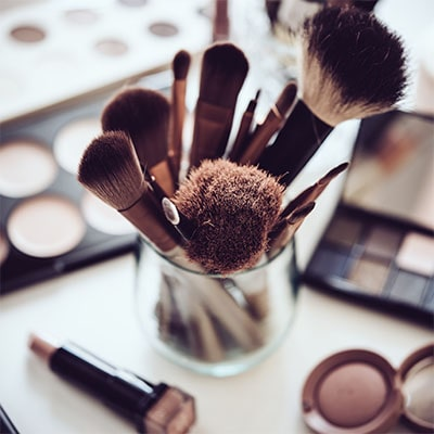 Hair, makeup, accessory tips, and 'how to'.